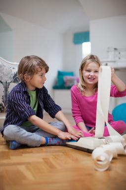 Постер к Дети и деньги. Книга для родителей из страны, в которой научились эффективно управлять финансами