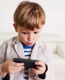 Постер к Гаджетомания: как не потерять ребенка в виртуальном мире