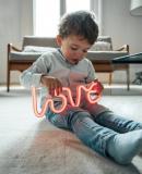 Постер к Как любить ребенка